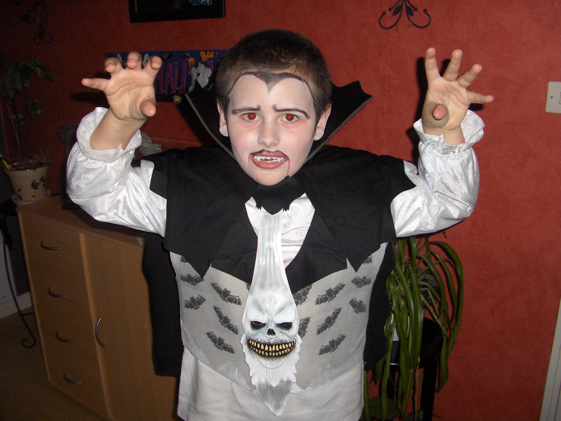 Tinky brode maquillage enfant - Maquillage vampire enfant ...