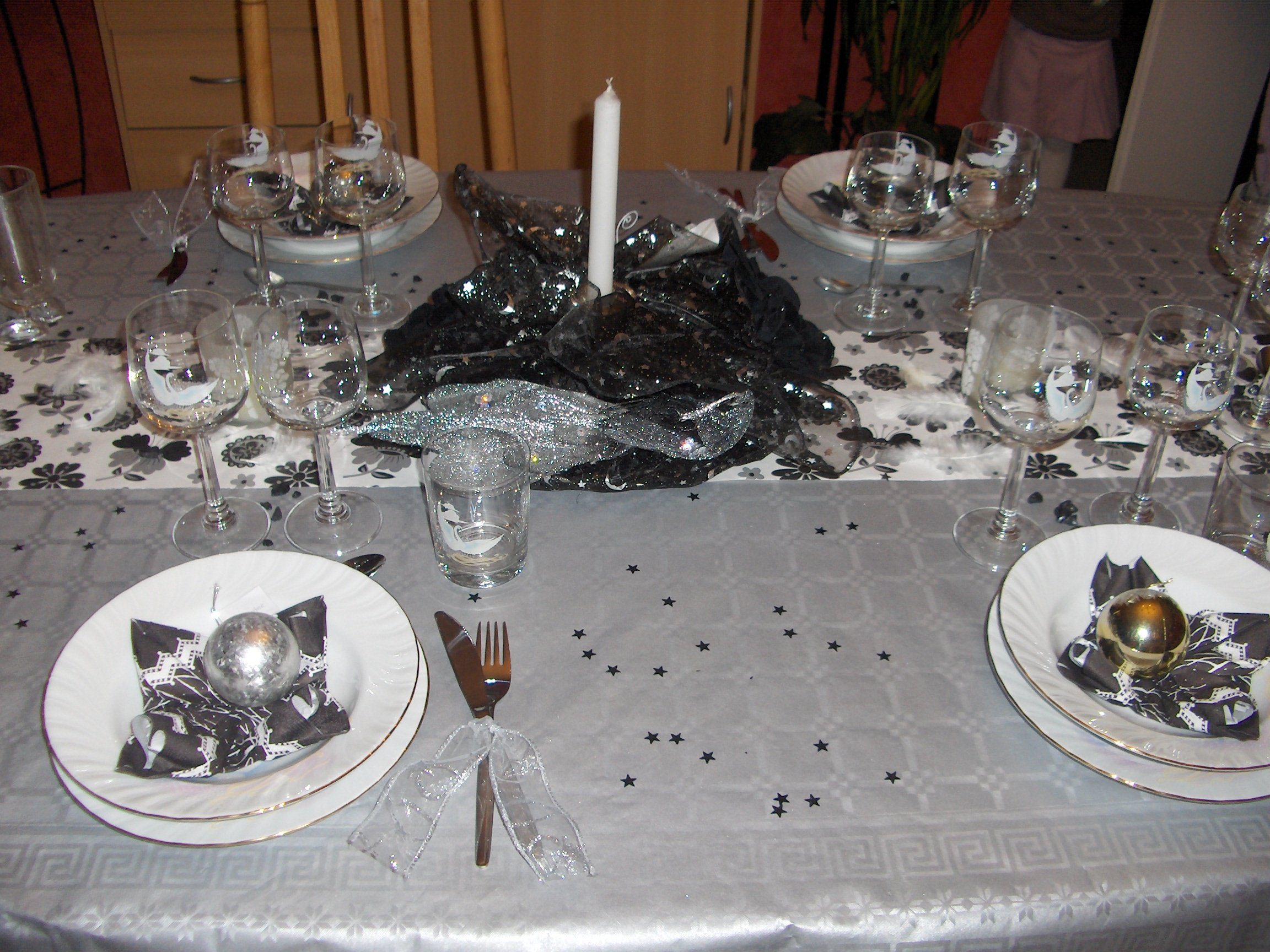 Table noel idees decoration reveillon accueil design et for Decoration reveillon