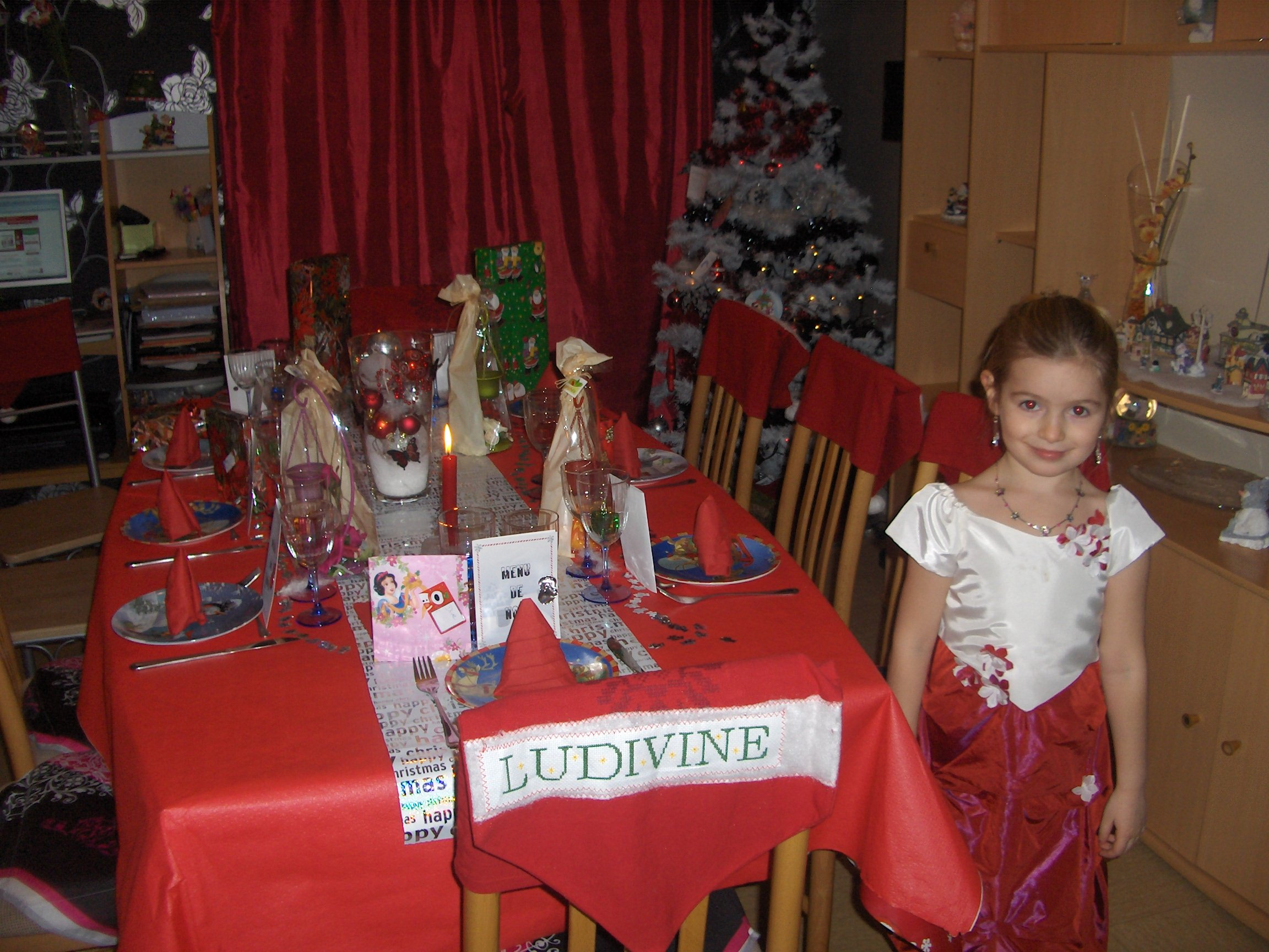 Tinky brode mes idees - Table de noel rouge ...